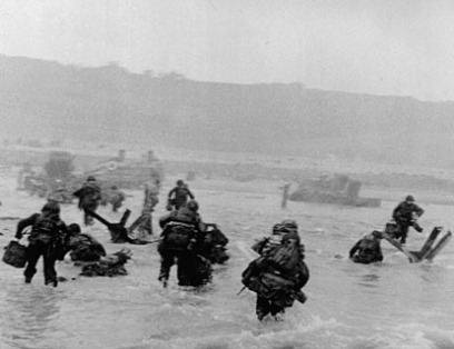 1944 FRANCE. Normandy. W.W.II. Operation Overlord. ICP 591 Omaha Beach. June 6th, 1944. The first wave of American troops lands at dawn. Image licenced to Margaret O'Connor The New York Times/International Herald Tribune by Margaret O'Connor Usage : - 4600 X 4600 pixels (A3) © Robert Capa R / Magnum Photos